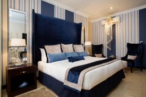 A bed or beds in a room at Villa Monticello Boutique Hotel