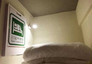 A bed or beds in a room at Taipei Livepal Hostel