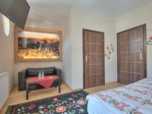 A bed or beds in a room at Pokoje Zamoyskiego - WATRA