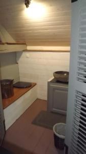 A kitchen or kitchenette at Gîte des pêcheurs