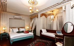 A bed or beds in a room at Hotel Niles Istanbul