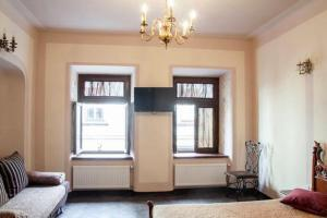 A seating area at Apartment with two separate bedrooms in the center of Lviv- Virmenska