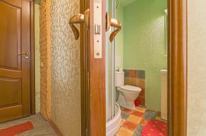 A bathroom at Apartments at Kazanskaya 9