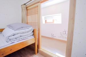 A bed or beds in a room at Cocoa Guesthouse