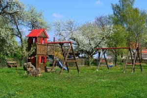 Ein Kinderspielbereich in der Unterkunft Ferienwohnung Hoacherer-Hof