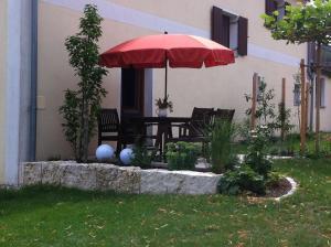 Ein Garten an der Unterkunft Ferienwohnung Hoacherer-Hof