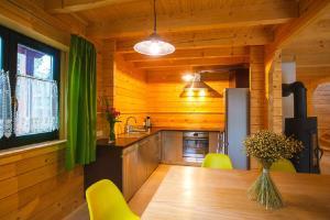 Kuchnia lub aneks kuchenny w obiekcie Dom Bratek