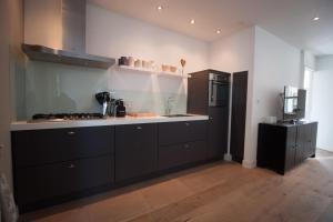 A kitchen or kitchenette at Vakantiehuis Zandvoort