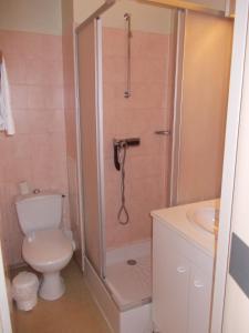 Salle de bains dans l'établissement Hôtel La Grande Cordée