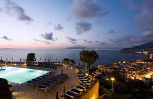Vista sulla piscina di Grand Hotel President o su una piscina nei dintorni