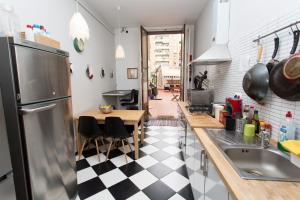 A kitchen or kitchenette at ZooRooms Boutique Guesthouse