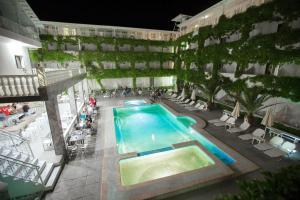 Θέα της πισίνας από το Bomo Olympic Kosma Hotel & Bomo Villas ή από εκεί κοντά