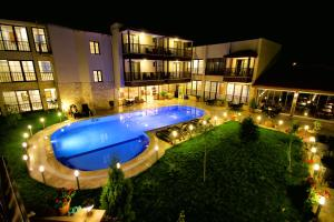 Вид на бассейн в Venus Suite Hotel или окрестностях