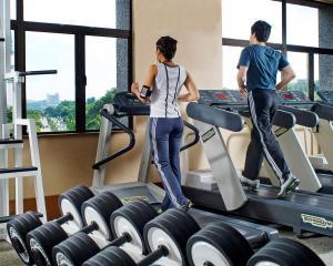 コンコルド ホテル シャー アラムにあるフィットネスセンターまたはフィットネス設備