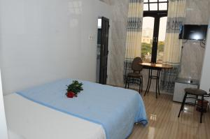 A bed or beds in a room at Bien Khoi Mini Hotel
