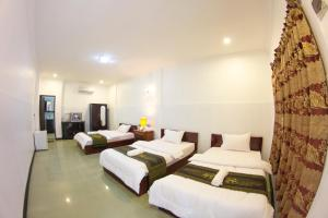 A bed or beds in a room at RS Guesthouse