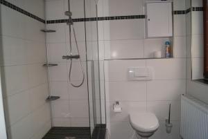 A bathroom at Hotel Restaurant Kugel