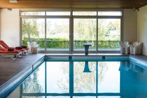 The swimming pool at or close to Hotel des Bains & Wellness Spa Nuxe