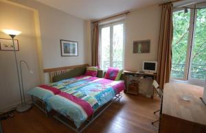 A bed or beds in a room at Studio near UNESCO - Invalides