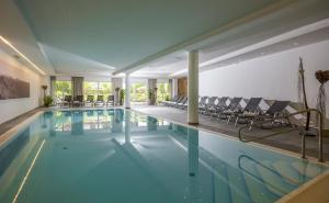 The swimming pool at or close to Alpen Glück Hotel Kirchberger Hof