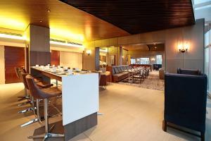 Um restaurante ou outro lugar para comer em DoubleTree by Hilton Santiago Kennedy, Chile
