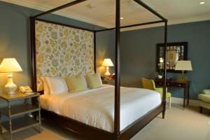 A bed or beds in a room at The Quogue Club