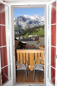 A balcony or terrace at Hotel Jungfrau Mürren