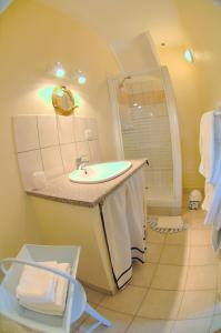 A bathroom at La Maison de MarieCamille