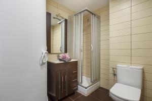A bathroom at Matarolux 6
