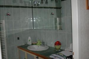 A bathroom at Le Jardin de Roses DOMINIQUE LOREAU