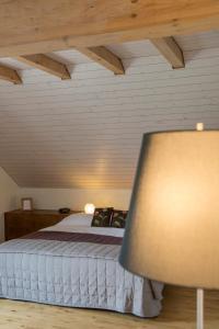 Ein Bett oder Betten in einem Zimmer der Unterkunft Auberge de la Croix Blanche