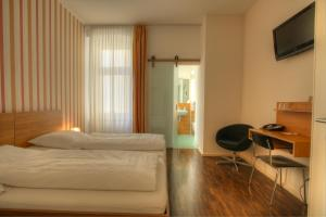 A bed or beds in a room at Hotel Johann