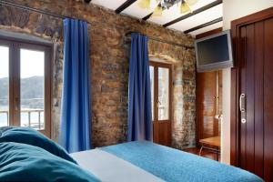 A bed or beds in a room at Katrapona