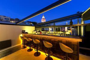 The lounge or bar area at Walton Hotels Galata