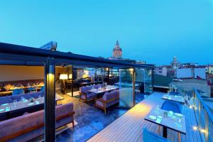 A restaurant or other place to eat at Walton Hotels Galata