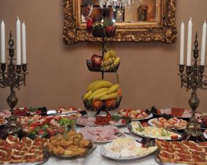 Hrana u pansionu sa uslugom doručka ili u blizini