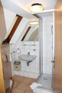 Ein Badezimmer in der Unterkunft Hotel- Restaurant Zum Kleinen König