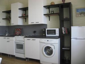 Кухня или мини-кухня в Апартаменты на Покровском