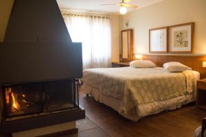A bed or beds in a room at Estalagem Vila Suzana