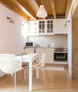 A kitchen or kitchenette at Casa das Quintanas