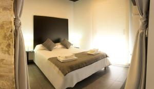 A bed or beds in a room at Soho Valencia
