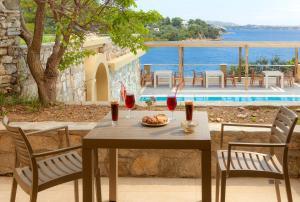 Πισίνα στο ή κοντά στο Cape Kanapitsa Hotel & Suites
