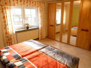 Ein Bett oder Betten in einem Zimmer der Unterkunft Ferienwohnung Hutterer
