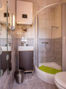 A bathroom at Ava apartmani