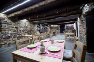 A restaurant or other place to eat at La Casa Grande Del Valle