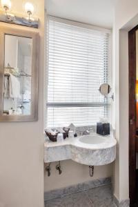 A bathroom at U Hotel Fifth Avenue