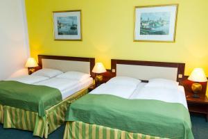 Ліжко або ліжка в номері ABE Hotel