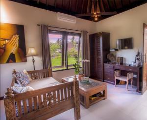 A seating area at Solo Villas & Retreat