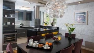 A restaurant or other place to eat at Flowers Dubrovnik Luxury Apartments