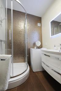 A bathroom at Primera Luxury Studio